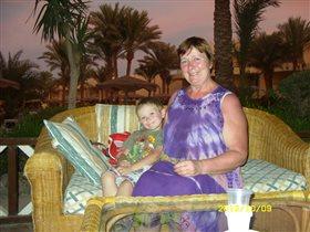 бабушка с внуком на отдыхе