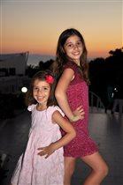 Улыбки сестренок!