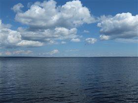 Онежское озеро - оттенки синего.