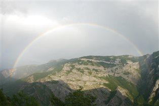 Армения. Радуга в горах.