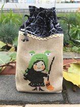Halloween frog hat by Snowflower Diaries