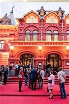 Театральные впечатления от Airbnb к Новому году