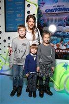 'Смурфики'-3: Алла Михеева, Ольга Шелест, Юлия Барановская и самые маленькие Бондарчуки на премьере