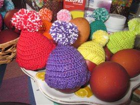 А наши пасхальные яички- в шапочках!