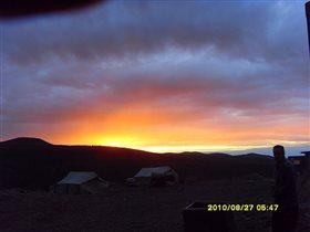 Облака на фоне восхода солнца