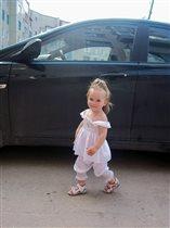 Амирочка - в белом )