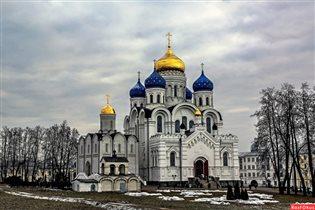 Восстановленный Спасо-Преобр. собор Угр. мон.