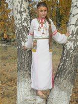 Русская красавица - красотою славится.