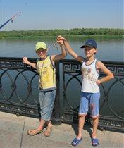 Мальчишки на рыбалке