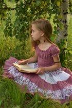 Лина с книгой