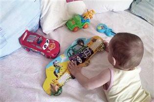 Сидел играл,нет же,мама читать заставила)))