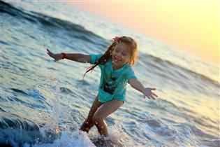 Природе лета не отнять, мы будем по морю гулять))
