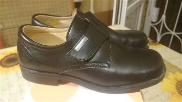 Ботинки новые черные 35 размера 22 см по стельке