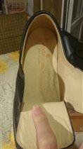 Стелька на черных ботинках