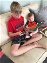 Любим книжки мы читать -любим с братом мы мечтать