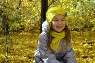 Счастье чаще посмеивается, чем улыбается :)
