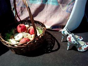 Туфли и фрукты. Фарфор.