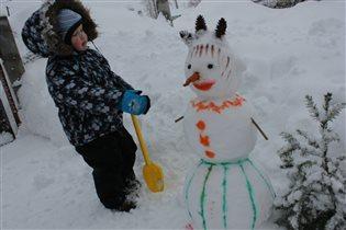 Первая Ванюшина снежная баба!