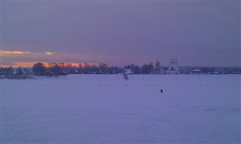 Закат на зимней рекой