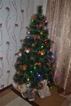 'Наша елка высока, достает до потолка'