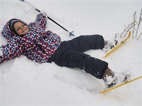 Очень скользкая лыжня-повалила вновь меня!