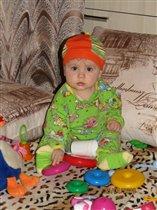 Максимка познаёт мир игрушек
