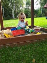 Моя песочница,мои игрушки ,мой песок!