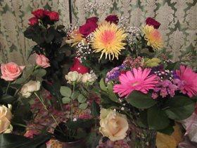 Букет с розами и хризантемами