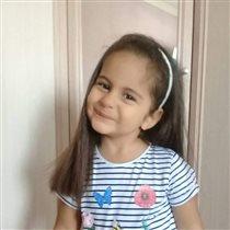 Рузи 4 годика... будущая актриса)))