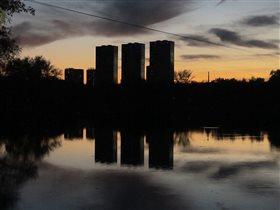 Закат над прудом в октябре