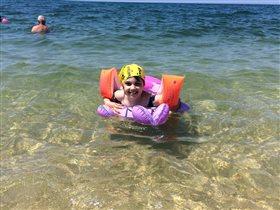 Дочка -счастлива! Улыбка для мамы с моря.