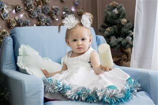 Алисочка-принцесочка на свой 1ый новый год