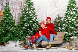 Новогодняя акция 'Делись теплом': вязаные вещи от бабушек