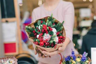 Новогодняя ярмарка Love Bazar среди ретро-автомобилей