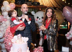 Евгений Папунаишвили: фото с женой и дочкой