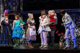 Малый театр приглашает детей в  мир театрального волшебства