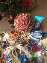 и подарочки:)