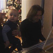 Дмитрий Маликов: фото и видео с малышом-сыном. 'У вас так холодно дома? И свитер, и жилетка!'