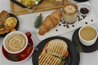 Кофе на 'Рассвете' - а еще пирожки, вафельные трубочки и здоровые салаты