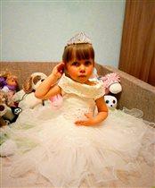 Принцесса Валерия собирается на бал!