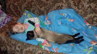 Спят усталые малышки!!!