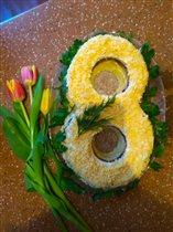Весенний салат и самые весенние цветы.
