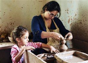 Эдукационные занятия по черной керамике детьми