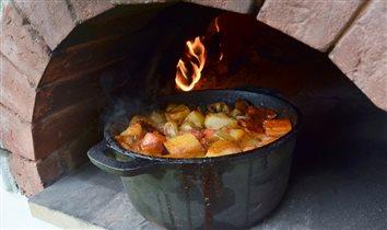 Литовские национальные блюда в печи