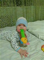 Любит эту игрушку и ни кому не не отдаёт))