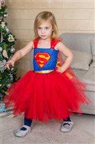 Супергероиня спешит на помощь!