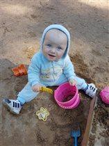 Раз, два, три, четыре, пять!Люблю землю я копать!