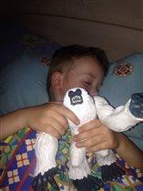 Сладко сплю-мой друг со мной!Йети мой супер-герой!