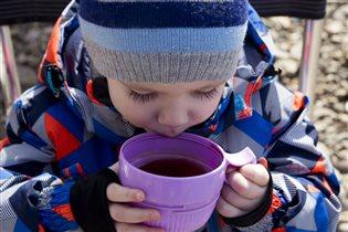 В морозный день чай из термоса -самый вкусный!