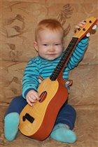 Мишутка-гитарист!